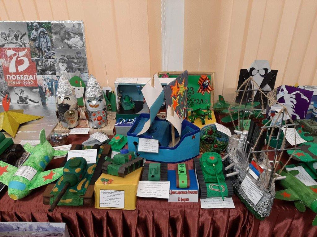 Чунский район: подведены итоги районного конкурса - выставки «На страже Родины»